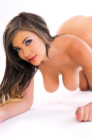 Cassidy Banks Shows Off Her Tremendous Assets